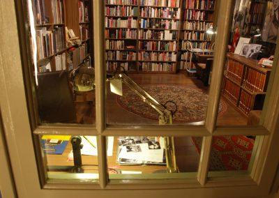 marilyn-monroe-biblioteca-frederic-cabanas-fundacio-cal-gerrer-museu-sant-cugat-barcelona-books-vidres